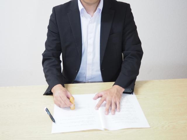 遺産分割協議書と実印のイメージ