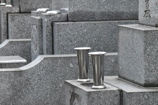 墓・位牌・仏壇・葬儀費用・香典などの祭祀承継と相続のイメージ
